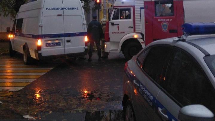 Заминированные по звонку офисы банка в Ярославле проверили саперы