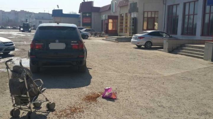 В Сызрани водитель BMW сбил коляску с ребёнком около торгового центра
