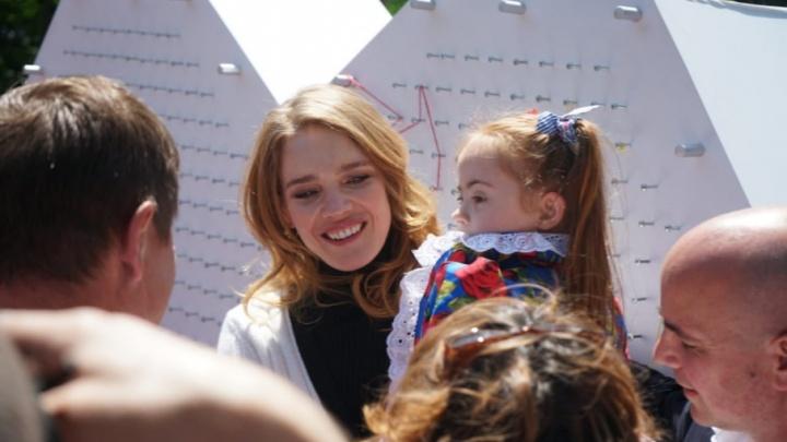 Наталья Водянова приехала в Ростов на открытие детского инклюзивного парка
