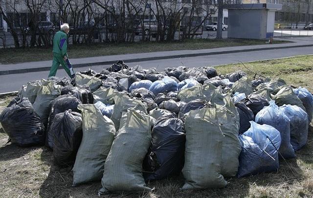 В Самаре на первом общегородском субботнике с улиц вывезли 15,3 тысячи кубометров мусора