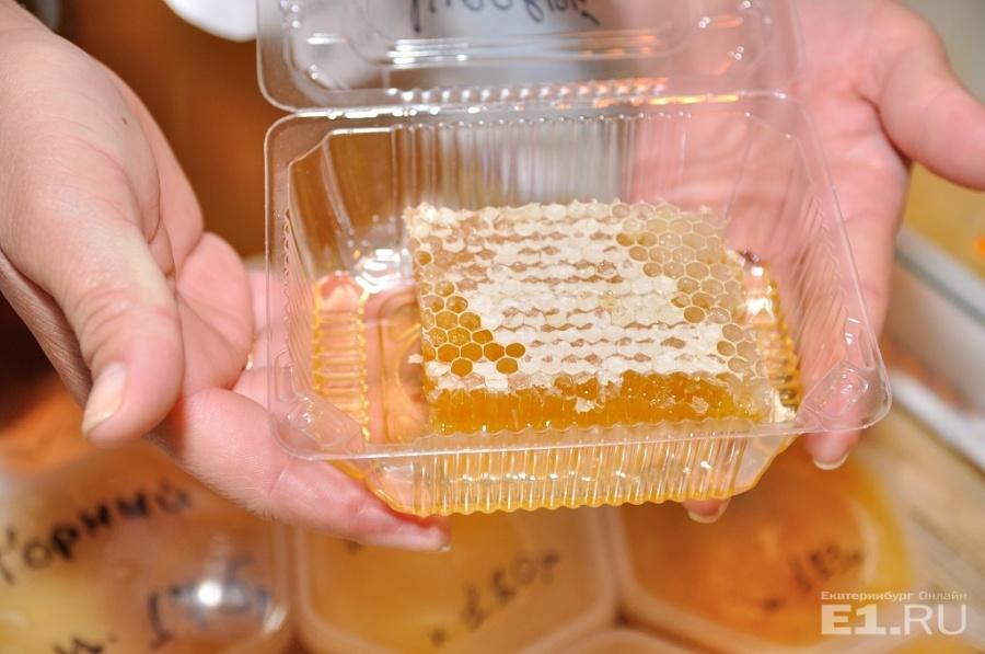Мёд тоже полезен, он даёт энергию, которая необходима для полового акта.