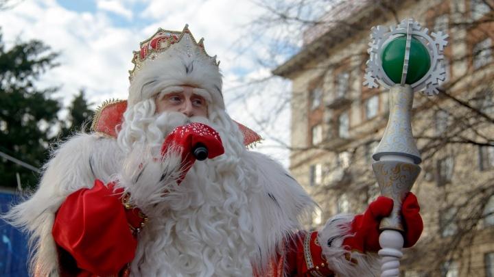 Волгоградцы с ликованием встретили всероссийского Деда Мороза