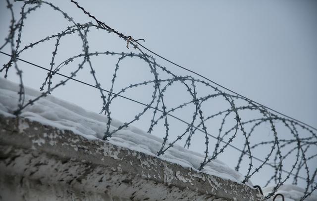В Тюмени заключенного повторно осудили за нападение на сотрудников колонии