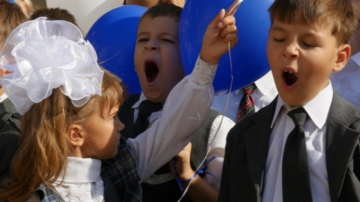 Сомнительное качество, высокие цены: сколько стоит одеть ребенка к школе