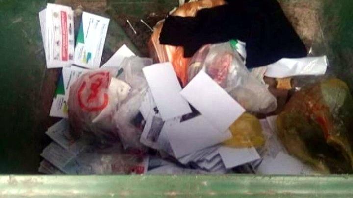 До адресата не дойдут: в Ростове нашли свалку из выброшенных квитанций