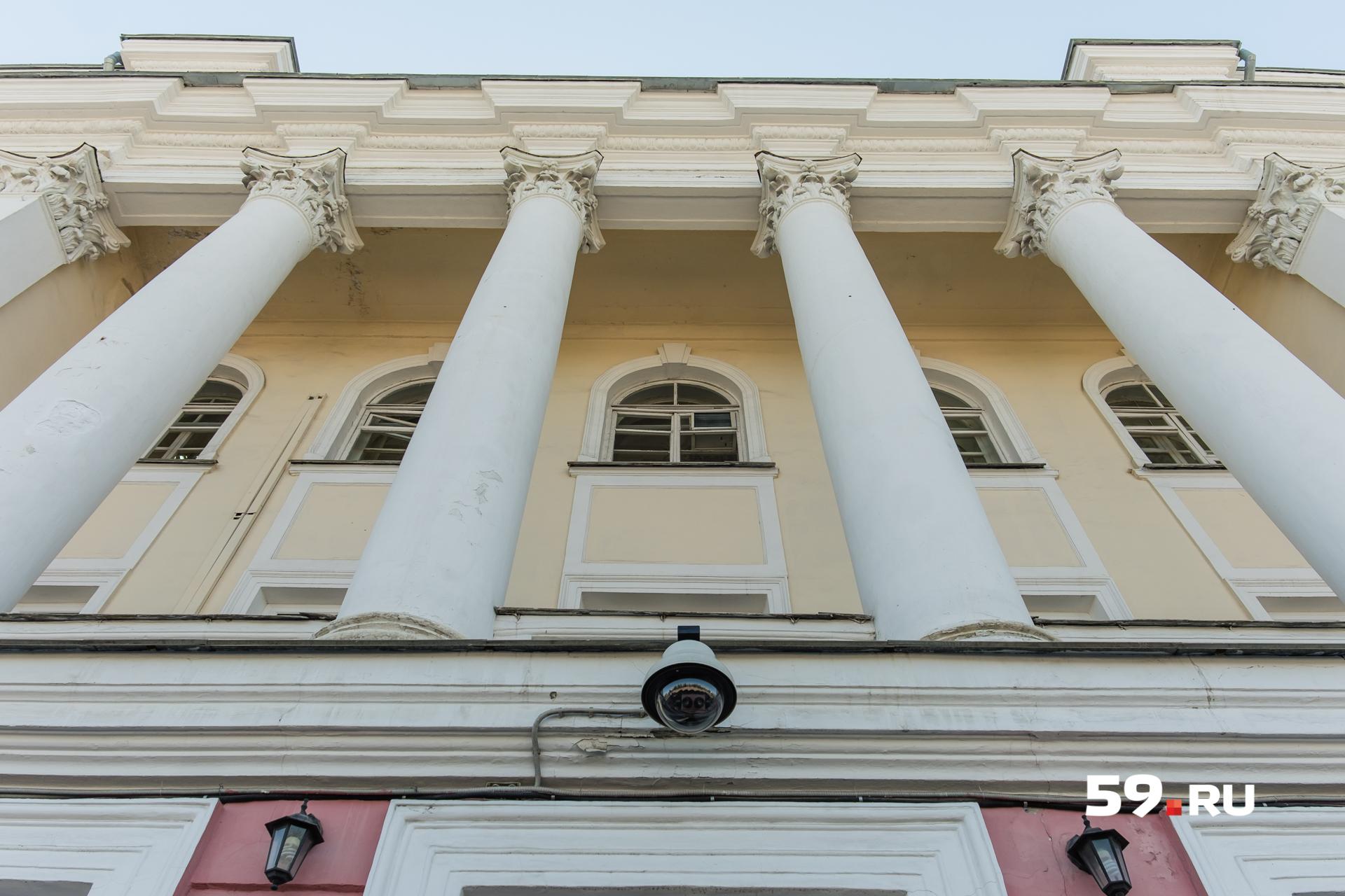 Массивные колонны — одна из главных черт сталинского ампира