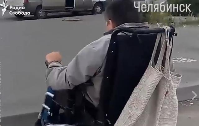 «Не выдержала душа»: челябинец снял свой путь на инвалидной коляске до ТРК