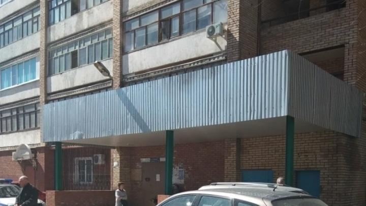 В Тольятти из окна многоэтажки на улице Лизы Чайкиной выпала местная жительница