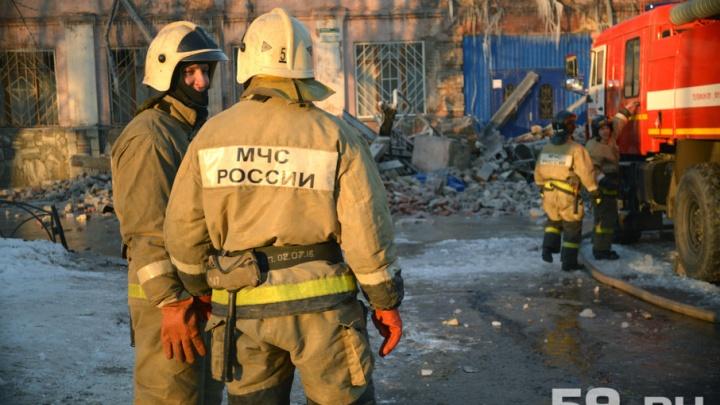 В Александровске женщина спасла из горящего дома четверых детей