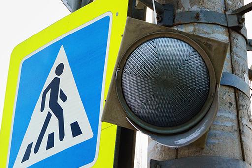 В состоянии комы: жители Курчатовского района две недели жалуются на сломавшийся светофор