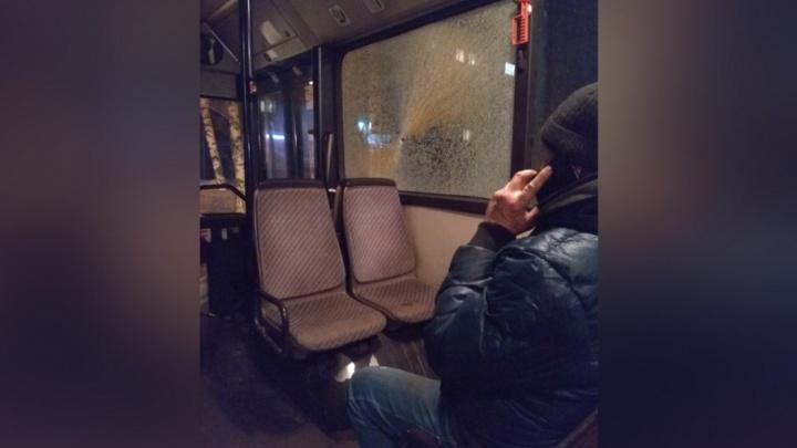 «Пуля залетела в салон»: в Краснокамске обстреляли три автобуса
