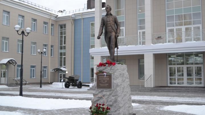 Первый на Урале: в Прикамье открыли памятник полководцу Александру Суворову
