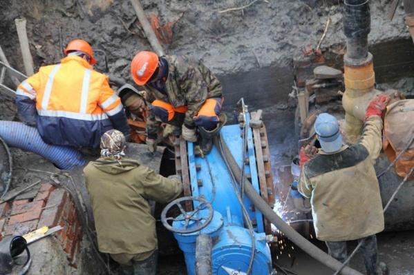 Водопровод повредили во время строительных работ