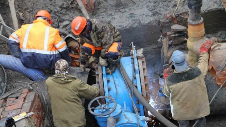 Из-за коммунальной аварии 65 домов остались без воды в районе Дома обороны