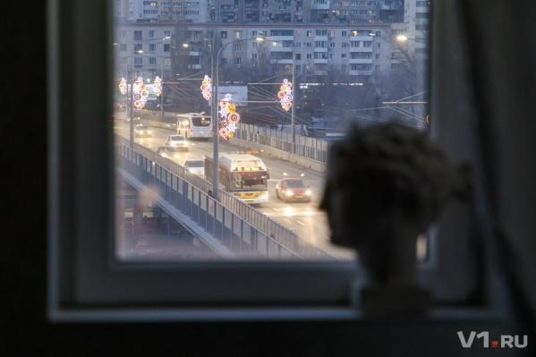 Жители дома на Коммунистической знают все автобусы, создающие вибрацию в их доме