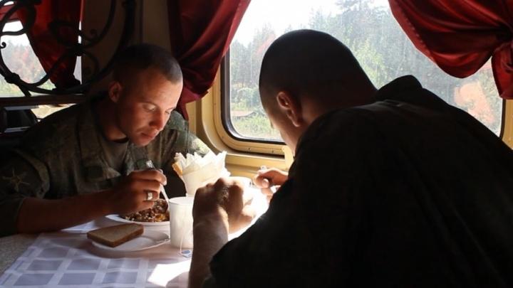 Самарских военнослужащих начали кормить в вагонах-ресторанах