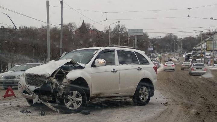 Снег принес на улицы Ростовской области вал ДТП