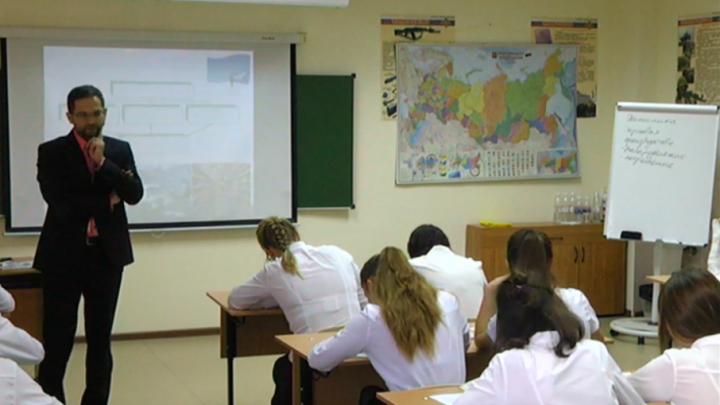Южноуральский претендент на звание «Учитель года» рассказал школьникам о плюсах России