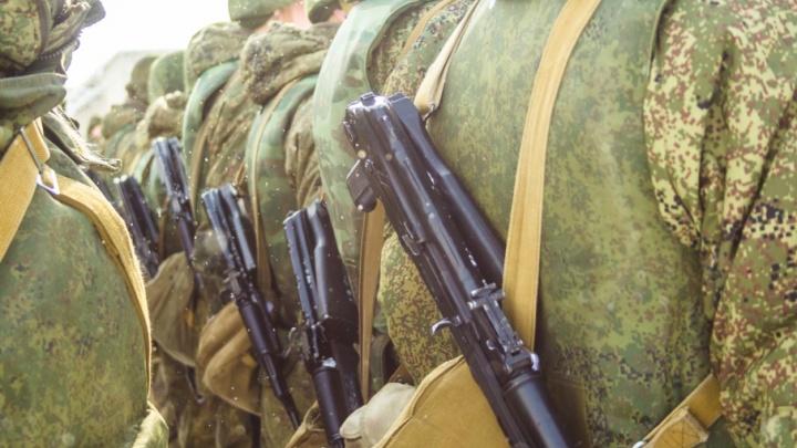 В Самарской области командир наказал призывников приседаниями
