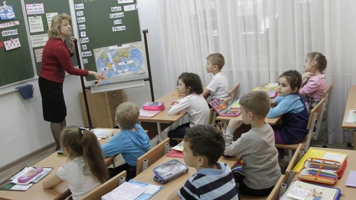«Решили застарелую проблему»: южноуральским школьникам выдадут бесплатные учебники