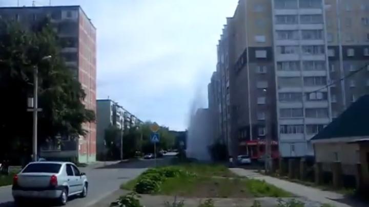 В Челябинске забил коммунальный фонтан высотой до шестого этажа