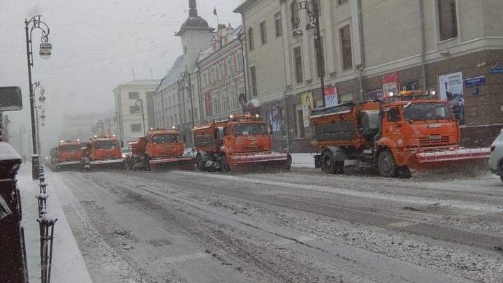 Четыре ДТП, гололед и снежные заносы: из-за снегопада на тюменских трассах обострилась обстановка