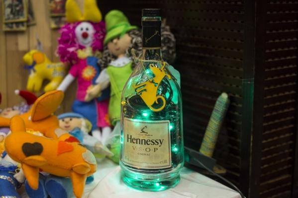 За полулитровую бутылку коньяка, которая стоит 2500 рублей, «предприниматель» просил 250 рублей