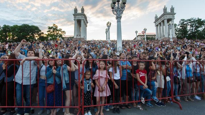 Куда пойти: рок-концерт, фестиваль Высоцкого и флешмоб женственности