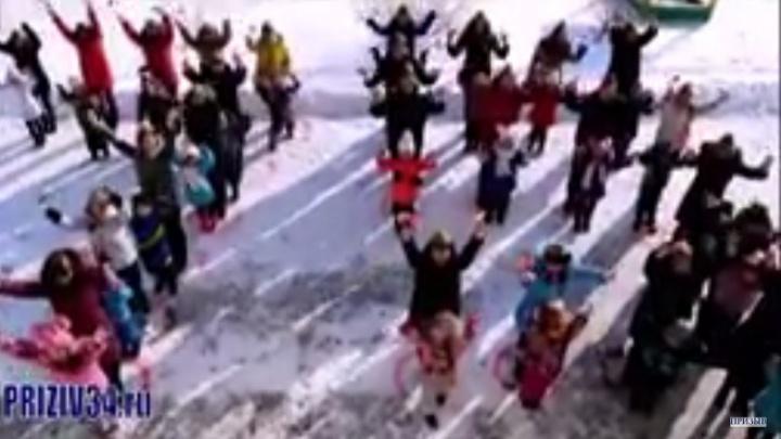 В Михайловке памятный флешмоб школьников подхватил детский сад «Колокольчик»
