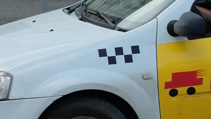 В Перми таксиста осудили за кражу вещей уснувшего в автомобиле клиента