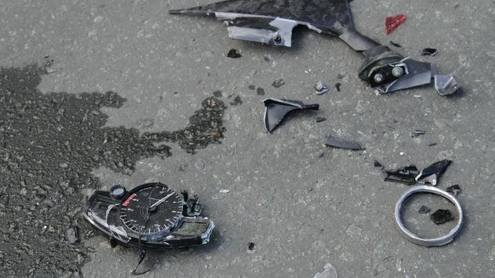 В Челябинске бесправный мотоциклист врезался в грузовик