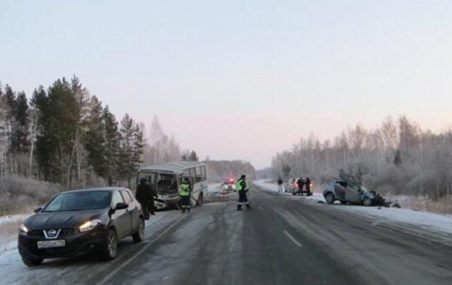 В ДТП с автобусом под Челябинском попали два десятка человек, один погиб