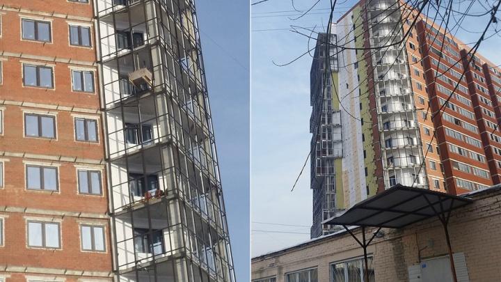 «Просят подождать, но не строят»:  дольщикам ЖК «Оникс» перенесли срок сдачи дома в четвёртый раз