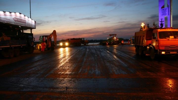 Из высокопрочного асфальта: в Самаре начался ремонт автопарковки у речного вокзала