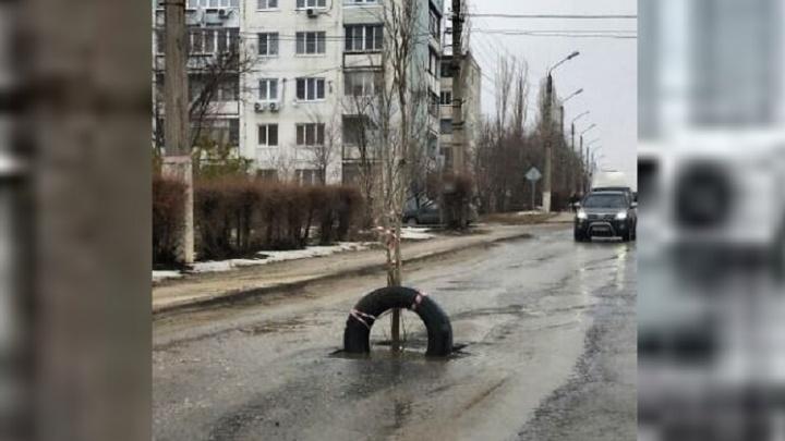 Под Волгоградом коммунальщики соорудили памятник собственной лени