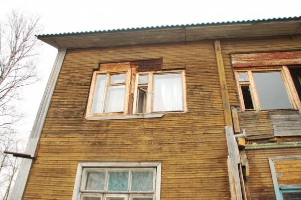 Пока многие архангелогородцы продолжают жить в аварийных домах