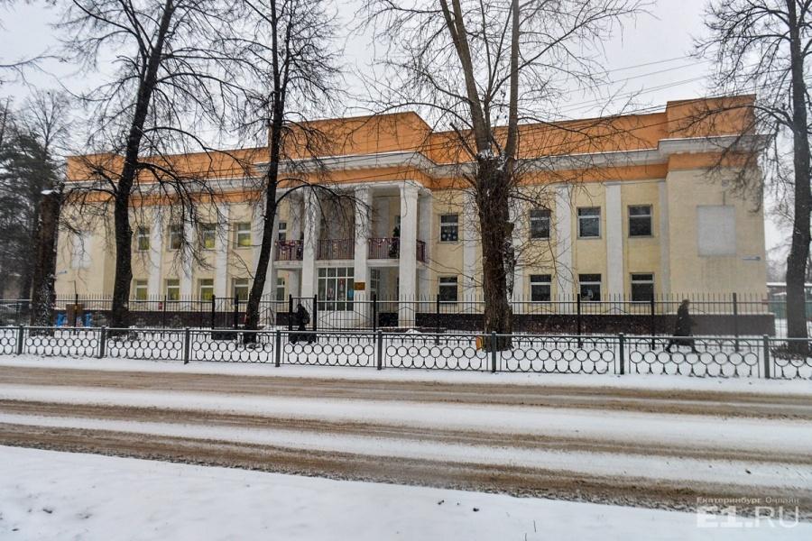 Рядом со школами находится детский сад. Он появился здесь в 1936 году