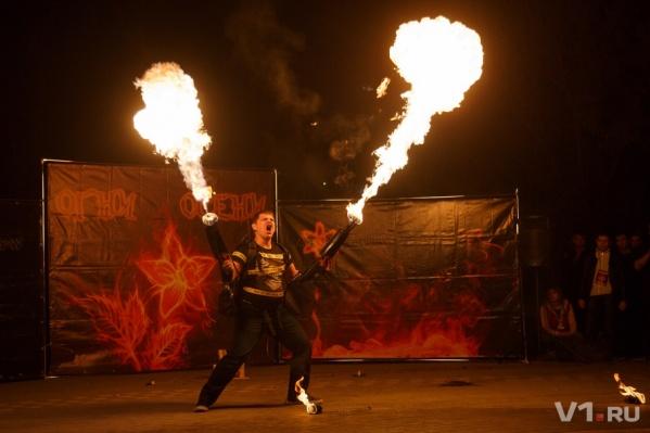 Лучшие файерщики Волгограда зажгли перед закрытием своего огненного сезона