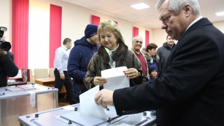Губернатор Ростовской области Василий Голубев проголосовал вместе с супругой