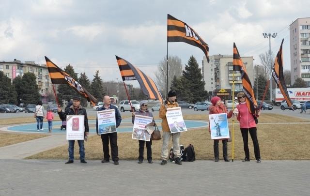 В Волжском провели флешмоб в честь присоединения Крыма