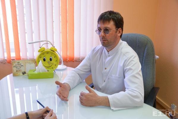 Сексолог Андрей Булах говорит, что екатеринбурженки страдают от нехватки романтики в отношениях