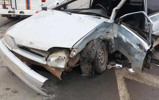 Два человека серьезно пострадали в ДТП на пермской улице
