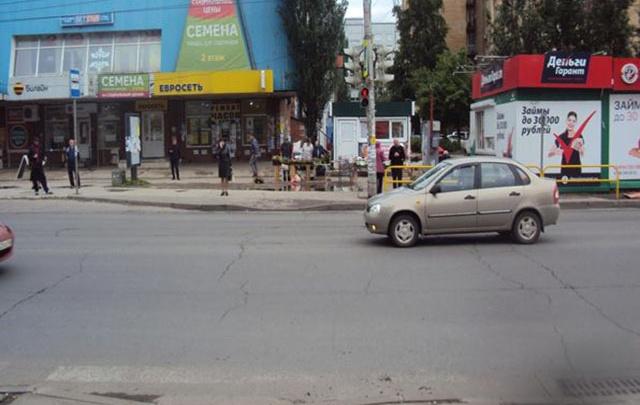 В Тольятти водитель «Калины» сбил женщину с ребенком на пешеходном переходе