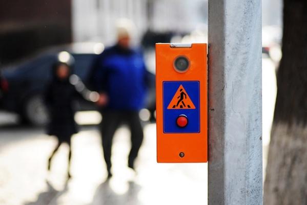 «Тюменьгортранс» планирует и дальше переоборудовать светофоры кнопками для вызова пешеходов