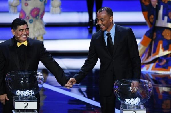 Легендарные Диего Марадона и Кафу во время жеребьевки в Кремле