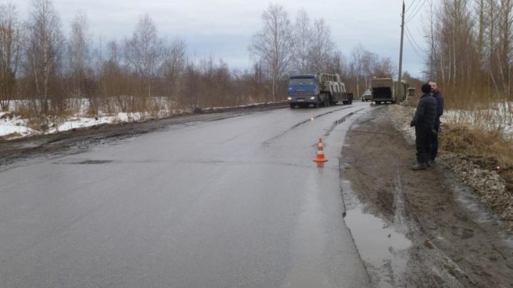 Автобус с пассажирами сбил мужчину на дороге
