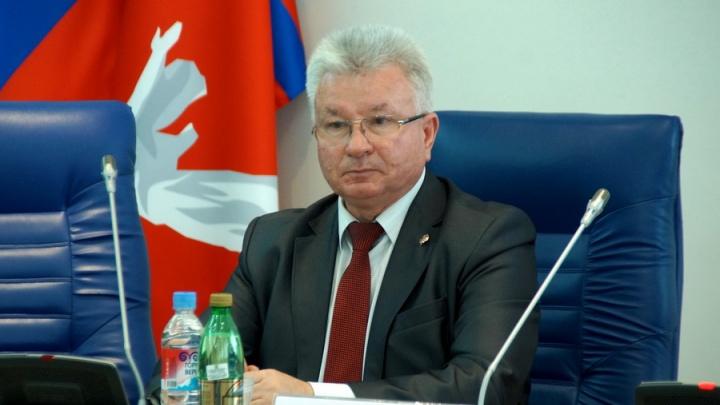 Депутаты областной думы сомнительно наградили бывшего коллегу