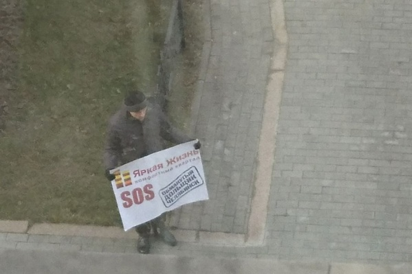 В пикете у облпрокуратуры поочередно сменяли друг друга несколько  активистов