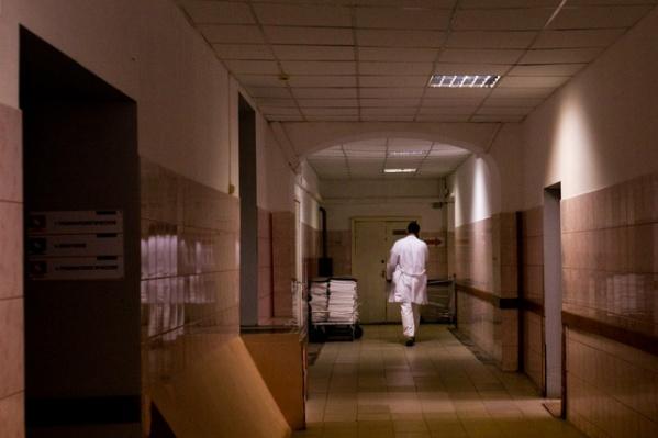 Пенсионера взяли с поличным в больничных палатах