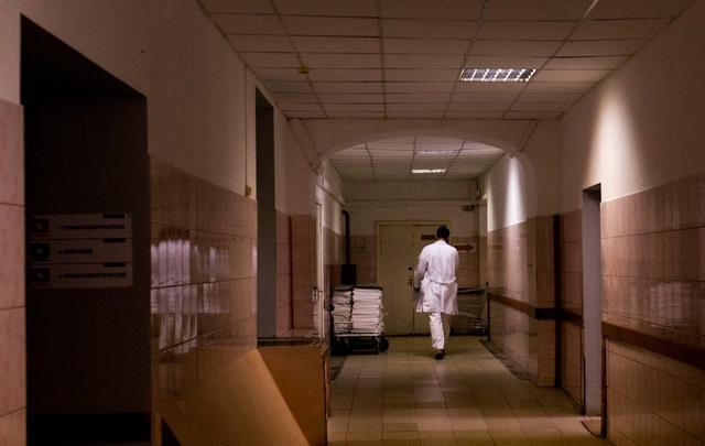 В ярославской областной больнице пациент задержал серийного дедушку-рецидивиста